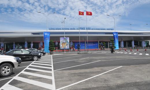 Hien cang hang khong quoc te Phu Bai co cong suat 1,5 trieu hanh khach/nam va luon trong tinh trang qua tai